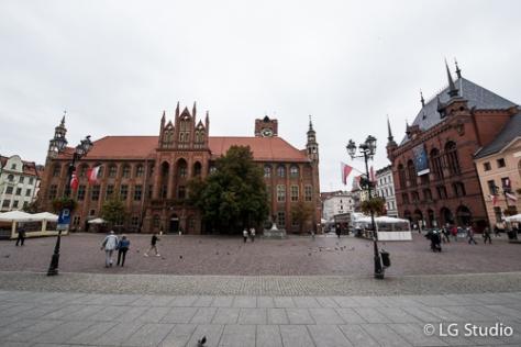 Torun: piazza del mercato nella città vecchia, con il municipio.