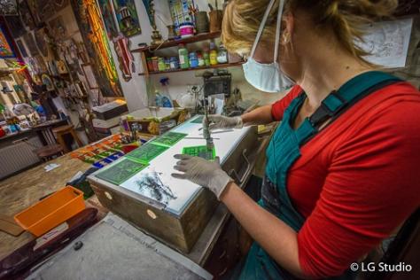 Artigiana del vetro, nella bottega Intekart a Torun