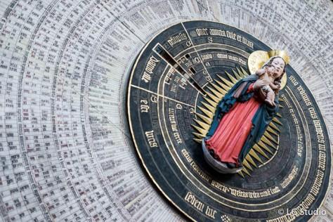 Dettaglio dell'orologio astronomico nella Chiesa di Santa Maria.